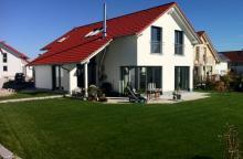 Haus mit fertigem Garten