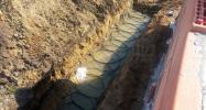 Grabenkollektor: PE HD-Rohre für unsere Erdwärmeheizung verlegt