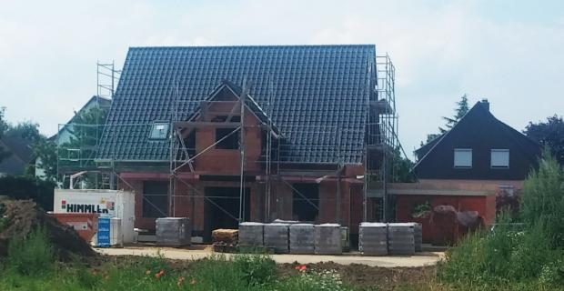 Dach decken: Dachziegel selbst verlegt