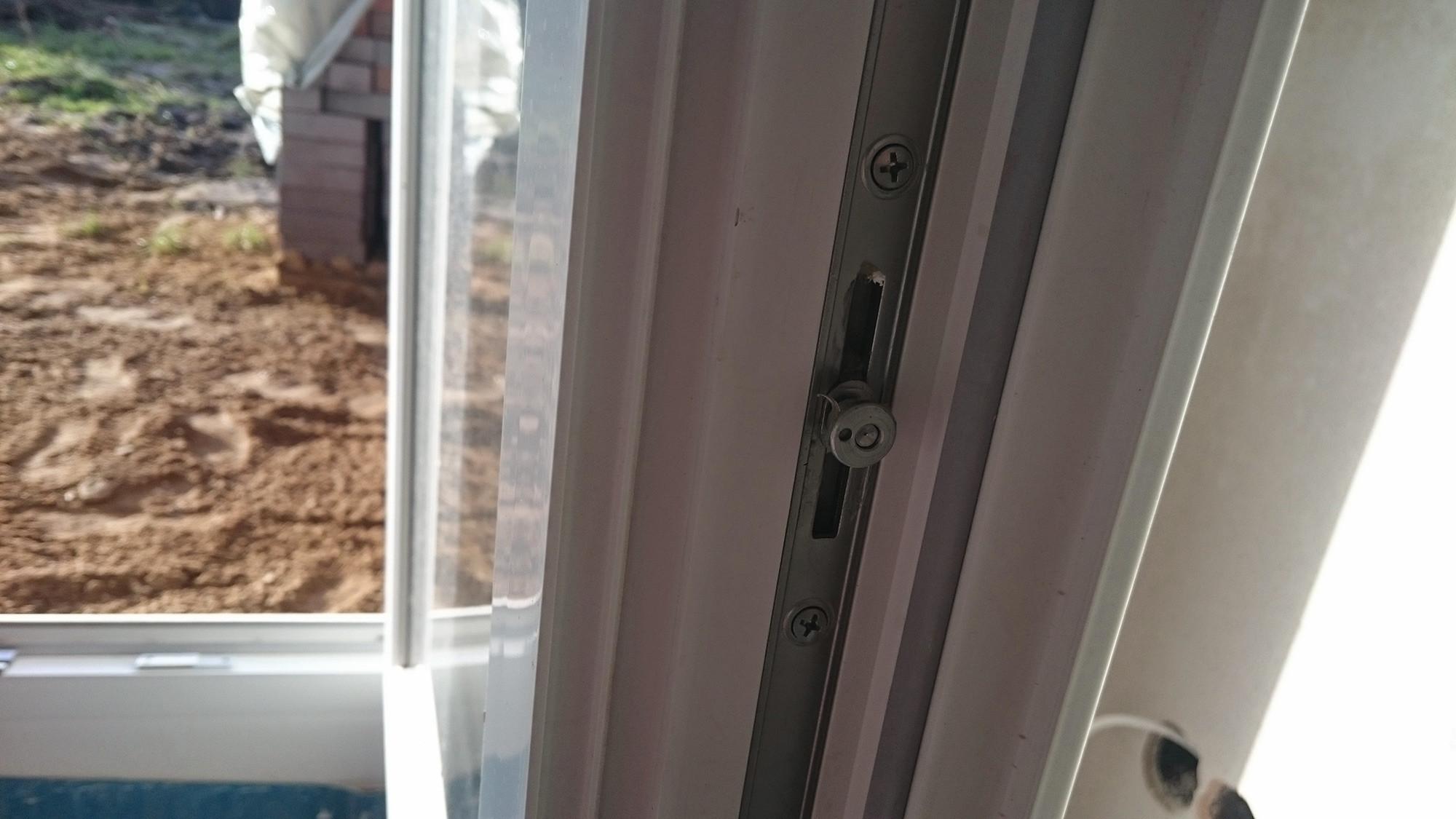 Haustür mit fenster  Brömse Fenster Premium 2.0 und Haustür eingebaut