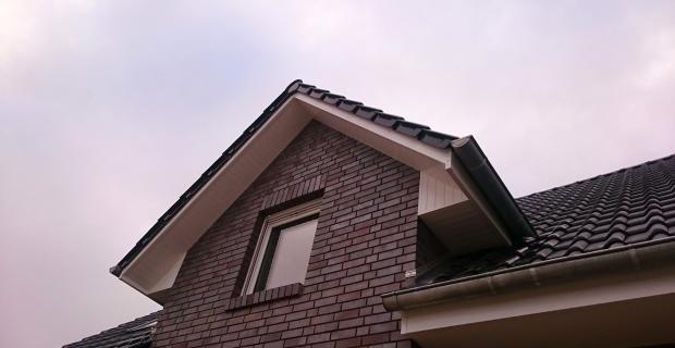 Dachverkleidung: Kunststoff-Gesimskasten selber bauen