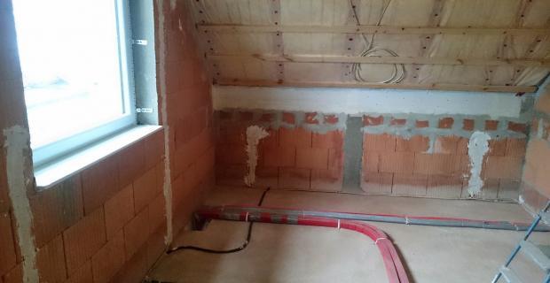 Sanitär-/Heizungsinstallationsarbeiten: Verlegen der Rohre vor dem Innenputz