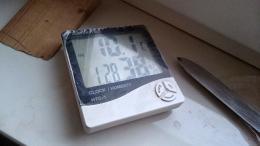 Hygrometer zeigt Feuchtigkeit an
