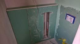 Trockenbau-Vorbereitungen für Einbaurahmen des WC-Moduls