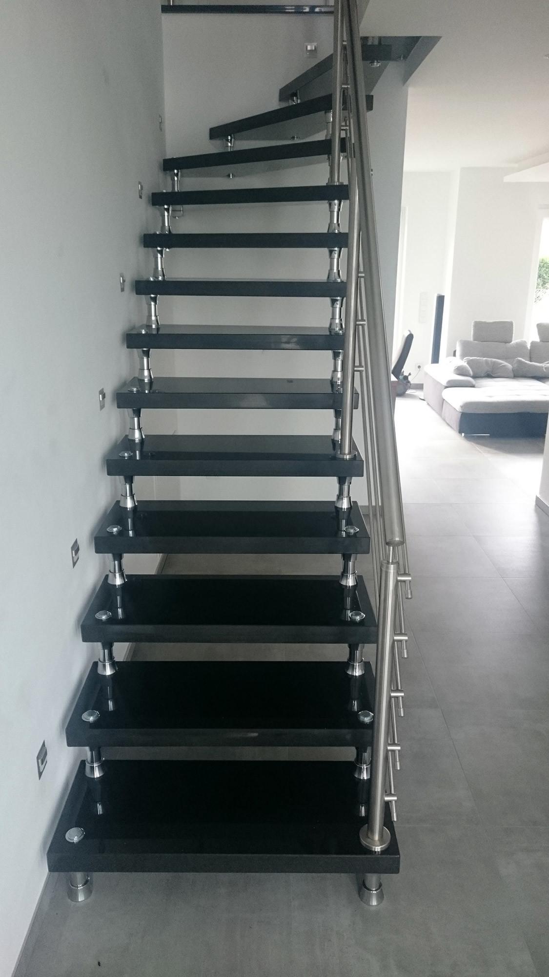 bolzentreppe aus granit und edelstahl treppengel nder. Black Bedroom Furniture Sets. Home Design Ideas