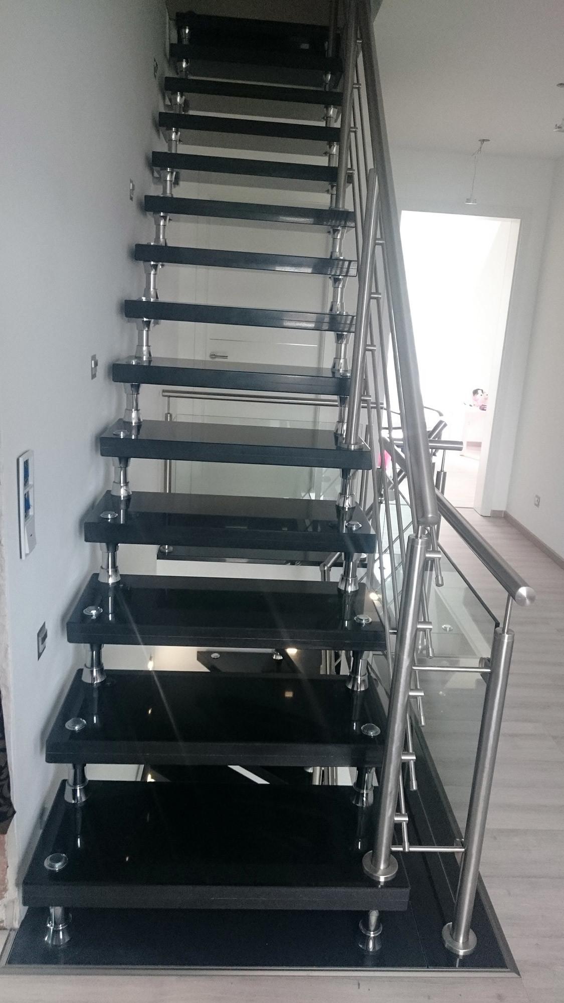 bolzentreppe freitragende treppe aus granit preise einbau. Black Bedroom Furniture Sets. Home Design Ideas