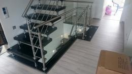 Glas Geländer unserer Bolzentreppe
