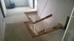 Schlitzarbeiten: Estrich schlitzen für Treppenablage
