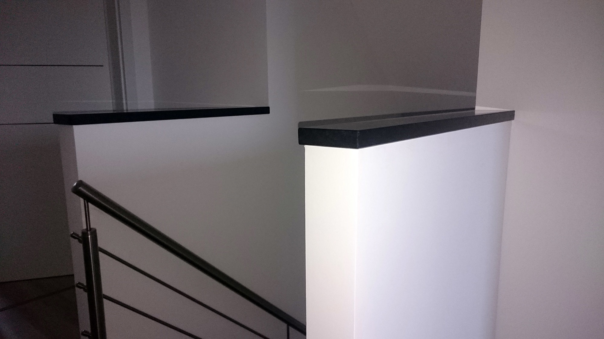 bolzentreppe aus granit und edelstahl-treppengeländer, Moderne