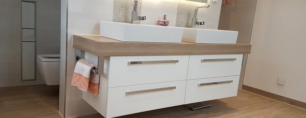Badezimmer: Fliesen, Möbel, Armaturen & Trockenbau