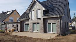 Mineralgemisch für Keramikplatten auf der Terrasse