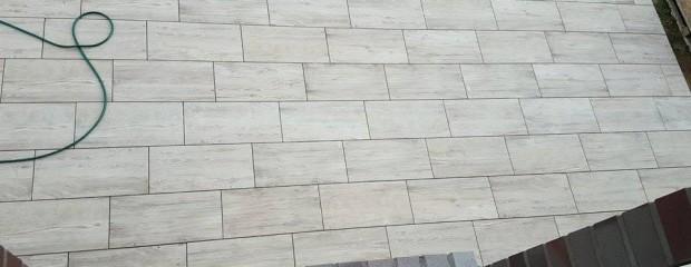 Anleitung: Keramik Terrassenplatten verlegen – so geht's