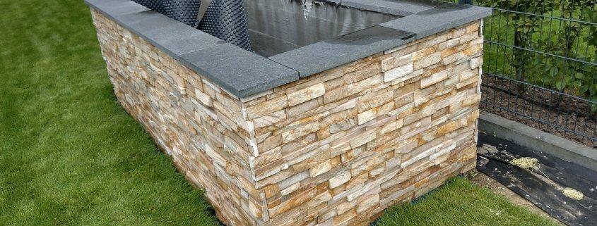 Granitplatten als Ablage im Hochbeet