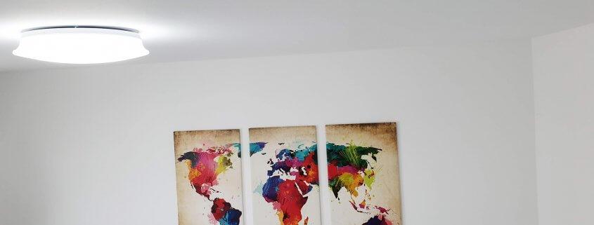 Arbeitszimmer Beleuchtung mit einer Deckenleuchte - kaltes Licht