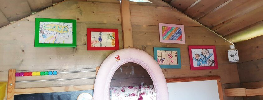 Baumhaus mit Kinderbildern