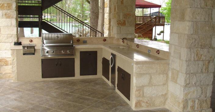 Outdoorküche gemauert - Gasgrill und Spüle