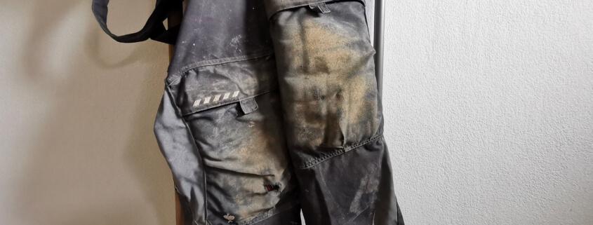 Arbeitskleidung schmutzig - Dreck entfernen