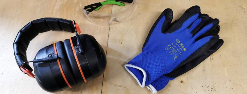 Gehörschutz, Schutzbrille und Arbeitshandschuhe - Persönliche Schutzausrüstung für Bauherren