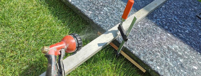Granit schneiden Gartenschlauch für Wasser auf dem Granit