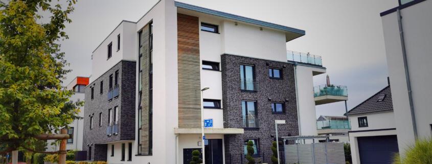 Fassadenarten - Holz, Putz und Klinker im Vergleich