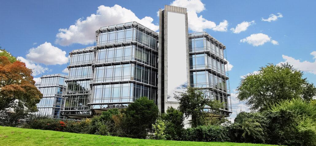 Glasfassade: Fassade mit Glas- Hochhaus