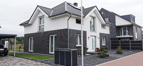 Klinker Putzfassade-modern - Einfamilienhaus weiß
